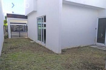 NEX-30918 - Casa en Venta, con 4 recamaras, con 5 baños, con 1 medio baño, con 224 m2 de construcción en Fénix, CP 24157, Campeche.