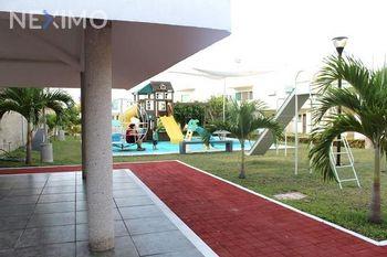 NEX-30921 - Casa en Venta, con 3 recamaras, con 2 baños, con 1 medio baño, con 176 m2 de construcción en Residencial Las Palmas, CP 24153, Campeche.