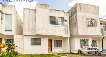 NEX-4732 - Casa en Venta en Supermanzana 320, CP 77536, Quintana Roo, con 4 recamaras, con 3 baños, con 1 medio baño, con 180 m2 de construcción.
