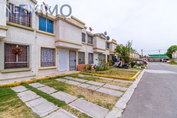 NEX-41963 - Casa en Venta, con 2 recamaras, con 1 baño, con 1 medio baño, con 57 m2 de construcción en Valle San Pedro Urbi Villa del Campo, CP 55767, México.