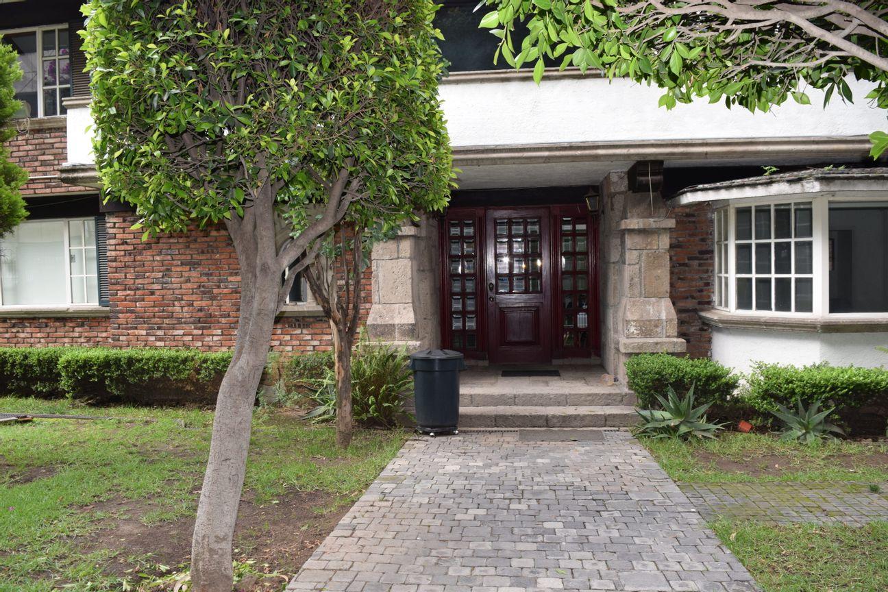 Se renta lindo espacio para despacho o consultorio en Jardines del Pedregal