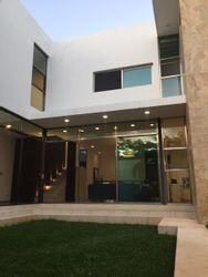 NEX-26604 - Casa en Venta en Altabrisa, CP 97130, Yucatán, con 4 recamaras, con 4 baños, con 1 medio baño, con 460 m2 de construcción.