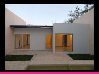 NEX-29681 - Casa en Venta en Temozón, CP 97740, Yucatán, con 4 recamaras, con 5 baños, con 447 m2 de construcción.