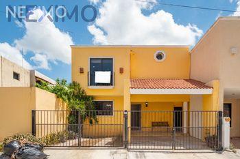 NEX-30817 - Casa en Venta, con 4 recamaras, con 4 baños, con 1 medio baño, con 217 m2 de construcción en Emiliano Zapata Nte, CP 97129, Yucatán.