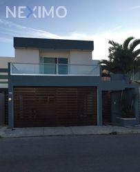 NEX-32855 - Casa en Renta, con 3 recamaras, con 3 baños, con 1 medio baño, con 180 m2 de construcción en Altabrisa, CP 97130, Yucatán.