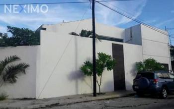 NEX-37706 - Casa en Renta, con 3 recamaras, con 3 baños, con 1 medio baño, con 190 m2 de construcción en Buenavista, CP 97127, Yucatán.