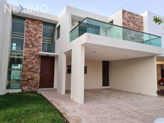 NEX-44485 - Casa en Renta, con 3 recamaras, con 4 baños, con 1 medio baño, con 263 m2 de construcción en Temozón Norte, CP 97302, Yucatán.