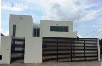 NEX-45522 - Casa en Renta, con 4 recamaras, con 3 baños, con 1 medio baño, con 420 m2 de construcción en Nuevo Yucatán, CP 97147, Yucatán.