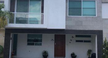 NEX-8359 - Casa en Venta en Santa Clara Ocoyucan, CP 72850, Puebla, con 3 recamaras, con 4 baños, con 1 medio baño, con 276 m2 de construcción.