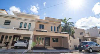 NEX-4994 - Casa en Venta en Montecristo, CP 97133, Yucatán, con 3 recamaras, con 5 baños, con 1 medio baño, con 223 m2 de construcción.