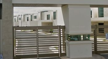 NEX-10607 - Casa en Venta en Cholul, CP 97305, Yucatán, con 3 recamaras, con 2 baños, con 1 medio baño, con 214 m2 de construcción.