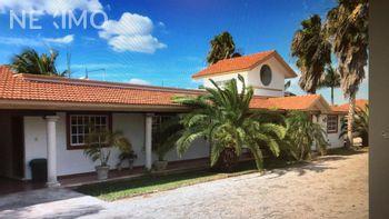 NEX-5802 - Casa en Venta en Villas Cholul, CP 97305, Yucatán, con 5 recamaras, con 5 baños, con 420 m2 de construcción.