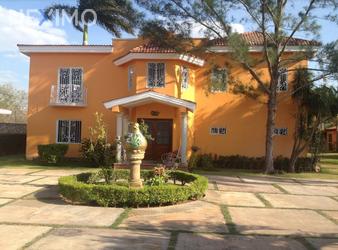 NEX-6329 - Casa en Venta, con 4 recamaras, con 4 baños, con 2 medio baños, con 658 m2 de construcción en Dzityá, CP 97302, Yucatán.