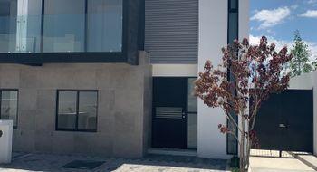 NEX-12525 - Casa en Renta en Residencial el Refugio, CP 76146, Querétaro, con 3 recamaras, con 2 baños, con 1 medio baño, con 117 m2 de construcción.