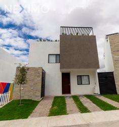 NEX-15024 - Casa en Venta en Zibatá, CP 76269, Querétaro, con 3 recamaras, con 3 baños, con 2 medio baños, con 183 m2 de construcción.