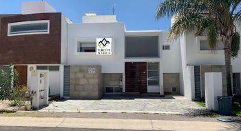 NEX-16299 - Casa en Renta en Residencial el Refugio, CP 76146, Querétaro, con 3 recamaras, con 2 baños, con 1 medio baño, con 160 m2 de construcción.