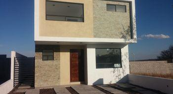 NEX-19387 - Casa en Renta en Villas del Sol, CP 76046, Querétaro, con 3 recamaras, con 2 baños, con 1 medio baño, con 130 m2 de construcción.