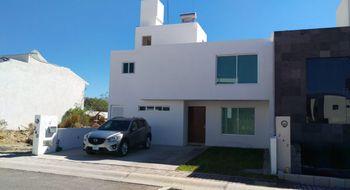 NEX-31654 - Casa en Renta en Residencial el Refugio, CP 76146, Querétaro, con 4 recamaras, con 3 baños, con 1 medio baño, con 266 m2 de construcción.