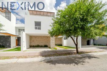 NEX-33191 - Casa en Venta, con 3 recamaras, con 2 baños, con 2 medio baños, con 304 m2 de construcción en La Vista Residencial, CP 76146, Querétaro.