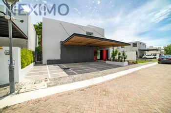 NEX-34232 - Casa en Renta, con 4 recamaras, con 5 baños, con 1 medio baño, con 320 m2 de construcción en Jurica, CP 76100, Querétaro.