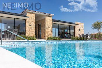 NEX-42344 - Casa en Venta, con 3 recamaras, con 2 baños, con 1 medio baño, con 99 m2 de construcción en Capital Sur, CP 76246, Querétaro.