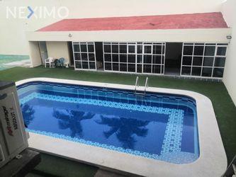 NEX-38249 - Casa en Renta, con 4 recamaras, con 4 baños, con 5 medio baños, con 574 m2 de construcción en Petrolera, CP 96500, Veracruz de Ignacio de la Llave.
