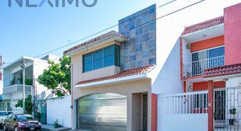 NEX-15098 - Casa en Venta en Venustiano Carranza, CP 94297, Veracruz de Ignacio de la Llave, con 3 recamaras, con 2 baños, con 1 medio baño, con 196 m2 de construcción.