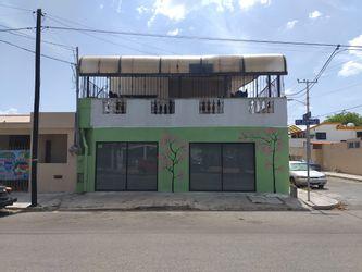NEX-27011 - Casa en Venta en Yucalpeten, CP 97238, Yucatán, con 5 recamaras, con 2 baños, con 2 medio baños, con 380 m2 de construcción.