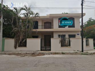NEX-30904 - Casa en Venta en Garcia Gineres, CP 97070, Yucatán, con 3 recamaras, con 3 baños, con 1 medio baño, con 312 m2 de construcción.