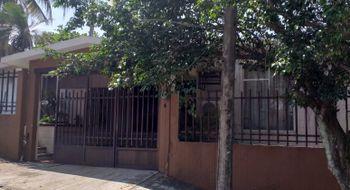 NEX-5231 - Casa en Venta en Petrolera, CP 96500, Veracruz de Ignacio de la Llave, con 3 recamaras, con 2 baños, con 165 m2 de construcción.