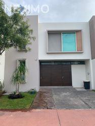 NEX-37226 - Casa en Renta, con 3 recamaras, con 4 baños, con 1 medio baño, con 145 m2 de construcción en Solares, CP 45019, Jalisco.