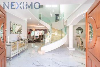 NEX-37399 - Casa en Renta, con 3 recamaras, con 3 baños, con 1 medio baño, con 260 m2 de construcción en Jardín Real, CP 45136, Jalisco.