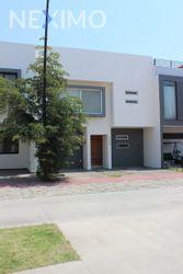 NEX-46540 - Casa en Renta, con 3 recamaras, con 2 baños, con 1 medio baño, con 220 m2 de construcción en Solares, CP 45019, Jalisco.