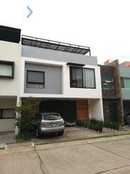 NEX-53727 - Casa en Venta, con 3 recamaras, con 2 baños, con 1 medio baño, con 210 m2 de construcción en Santillana Parque Residencial, CP 45019, Jalisco.