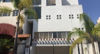 NEX-18805 - Casa en Venta en Bugambilias, CP 45238, Jalisco, con 4 recamaras, con 4 baños, con 1 medio baño, con 300 m2 de construcción.