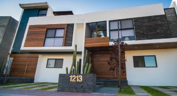 NEX-14677 - Casa en Venta en Juriquilla, CP 76226, Querétaro, con 4 recamaras, con 4 baños, con 1 medio baño, con 280 m2 de construcción.