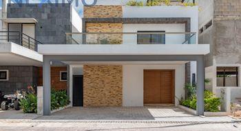 NEX-18365 - Casa en Venta en Supermanzana 312, CP 77533, Quintana Roo, con 3 recamaras, con 4 baños, con 2 medio baños, con 270 m2 de construcción.