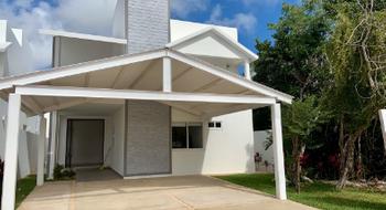 NEX-25290 - Casa en Renta en Lagos del Sol, CP 77567, Quintana Roo, con 3 recamaras, con 3 baños, con 2 medio baños, con 485 m2 de construcción.