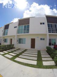 NEX-27466 - Casa en Venta, con 3 recamaras, con 2 baños, con 1 medio baño, con 131 m2 de construcción en Cancún Centro, CP 77500, Quintana Roo.