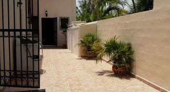NEX-28595 - Casa en Venta en Residencial Cumbres, CP 77560, Quintana Roo, con 3 recamaras, con 4 baños, con 1 medio baño, con 417 m2 de construcción.