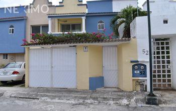 NEX-29671 - Casa en Venta en Supermanzana 55, CP 77533, Quintana Roo, con 3 recamaras, con 2 baños, con 1 medio baño, con 106 m2 de construcción.