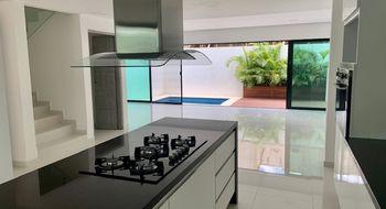 NEX-34527 - Casa en Venta en Zona Hotelera, CP 77500, Quintana Roo, con 3 recamaras, con 3 baños, con 1 medio baño, con 240 m2 de construcción.