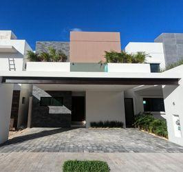NEX-40815 - Casa en Venta en Arbolada, CP 77533, Quintana Roo, con 4 recamaras, con 4 baños, con 260 m2 de construcción.