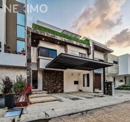 NEX-49331 - Casa en Venta, con 3 recamaras, con 4 baños, con 1 medio baño, con 202 m2 de construcción en Arbolada, CP 77533, Quintana Roo.