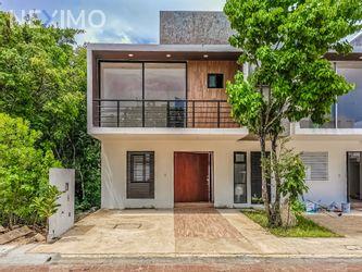 NEX-50382 - Casa en Venta, con 3 recamaras, con 2 baños, con 1 medio baño, con 500 m2 de construcción en Arbolada, CP 77533, Quintana Roo.