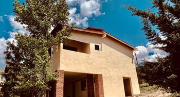 NEX-34170 - Casa en Venta en Los Lirios, CP 25360, Coahuila de Zaragoza, con 4 recamaras, con 4 baños, con 2 medio baños, con 400 m2 de construcción.