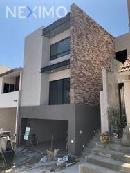 NEX-8394 - Casa en Venta, con 3 recamaras, con 3 baños, con 1 medio baño, con 160 m2 de construcción en Satélite Acueducto Sexto Sector, CP 64968, Nuevo León.