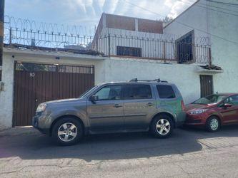NEX-38601 - Casa en Renta en Santa Cruz Acalpixca, CP 16500, Ciudad de México, con 3 recamaras, con 2 baños, con 1 medio baño, con 200 m2 de construcción.