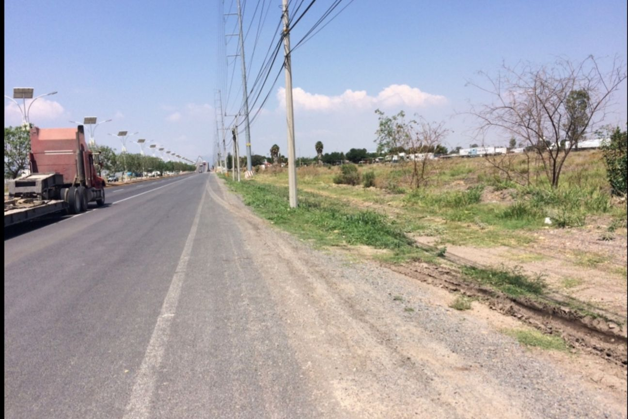 Terreno en venta sobre la Carretera 100, Tequisquiapan, Queretaro