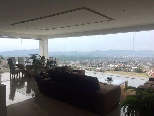 Hermosa casa con vista panorámica en Fraccionamiento La Herradura | Foto 1 de 5